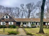 Photo Dix Hills Real Estate For Sale - 6 BR, 4...