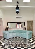 Foto Recently Restored and Furnished Colonial House...
