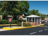 Photo Lease Spacious 2+1. Approx 665 sf of Living Space!